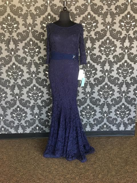 Size 18 Midnight Montage 115960SL Floor Lace 3/4 Length