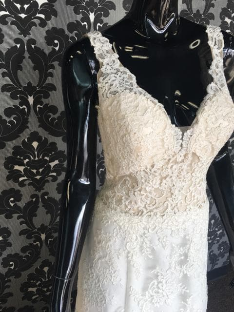 AF Couture Women's Wedding Dress Lace Ivory Size 12 Sleeveless