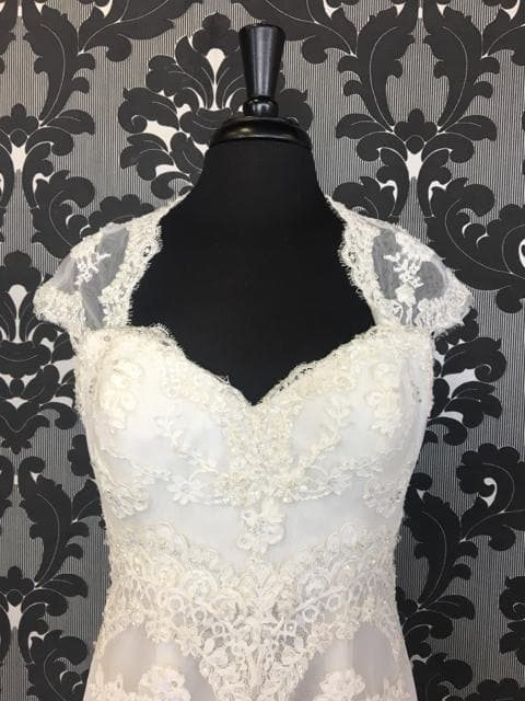 Size 12 Off White Pronovias Lace Cap Sleeve Dropwaist Sweetheart