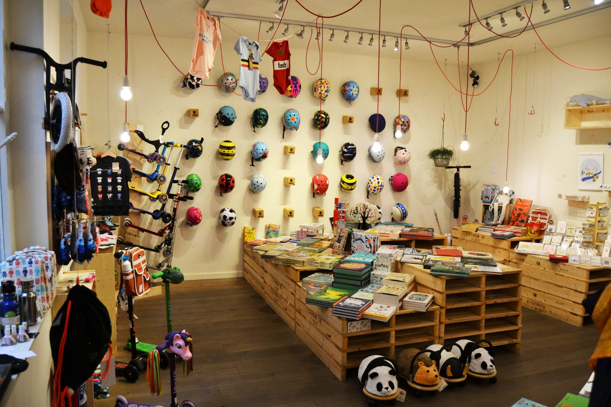 Kids helmet shop Mark Store Antwerp, Goodordering stockist