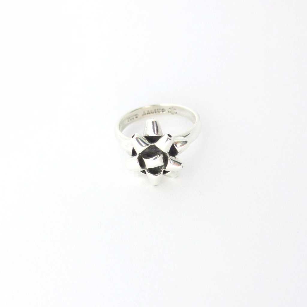 Present Bow Ring