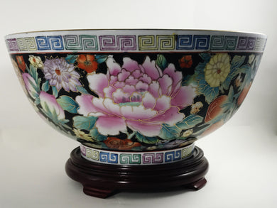 Vintage Chinese Porcelain Famille Rose Mille Fiori Bowl with Gold Gilding