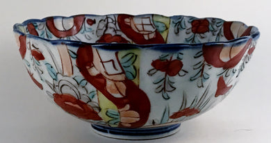 19th Century Chinese Imari Scalloped Footed Bowl with Red, Cobalt Blue, Greens