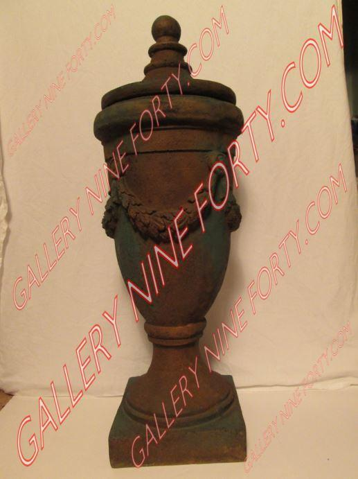 Urn with Removable Top