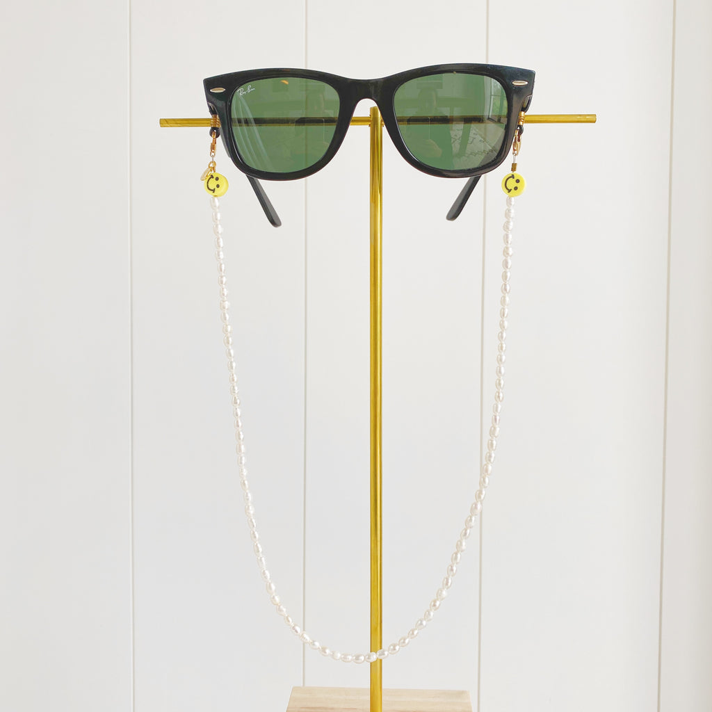3 in 1: Face Mask & Sunglass Necklace - SMILEY PEARL