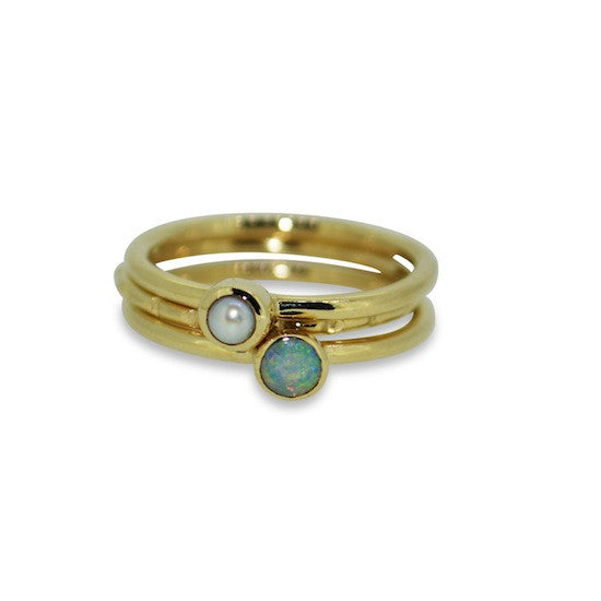 Stacker ring- yellow gold and pearl