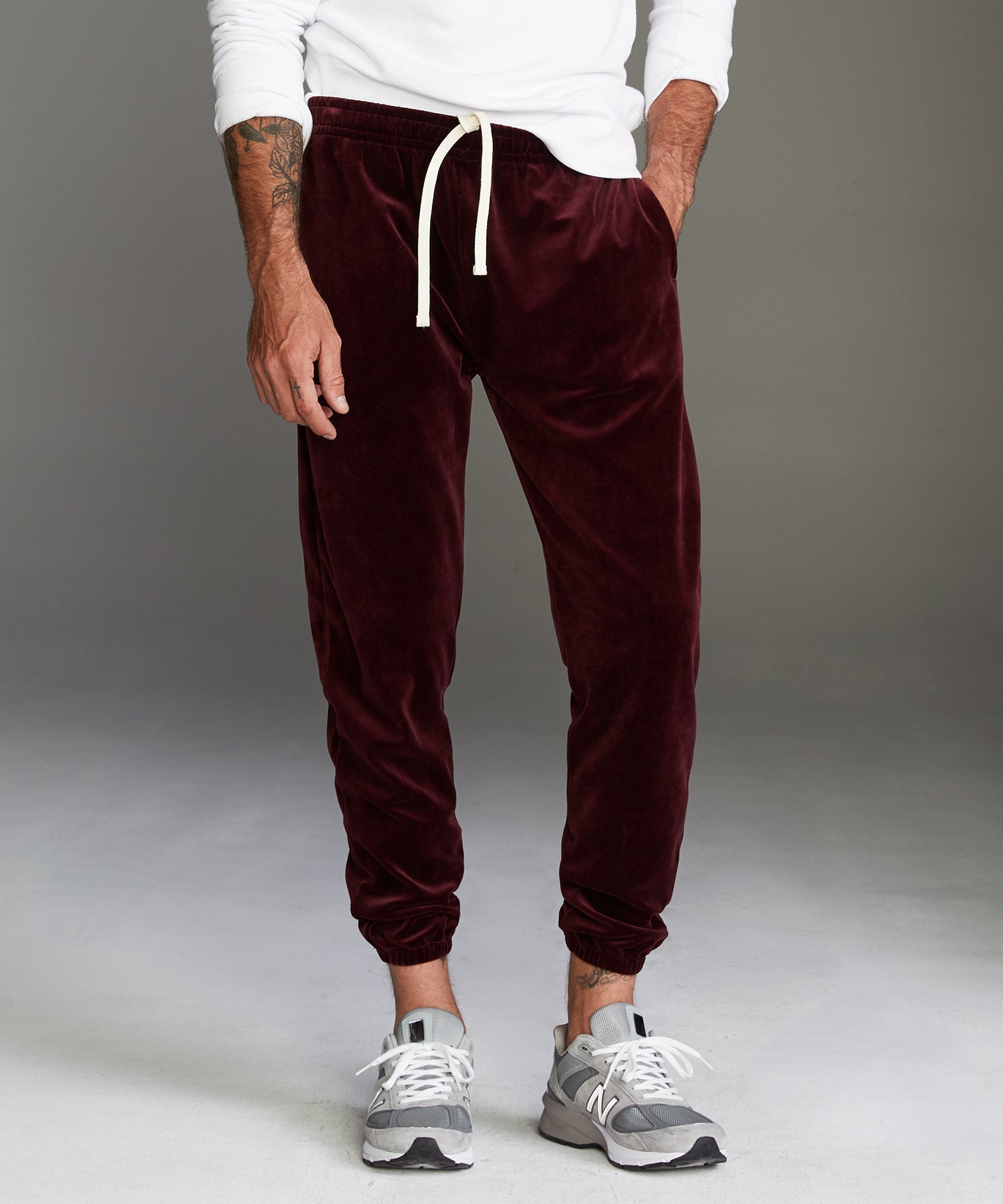 Velour Classic Fit Sweatpants in Burgundy