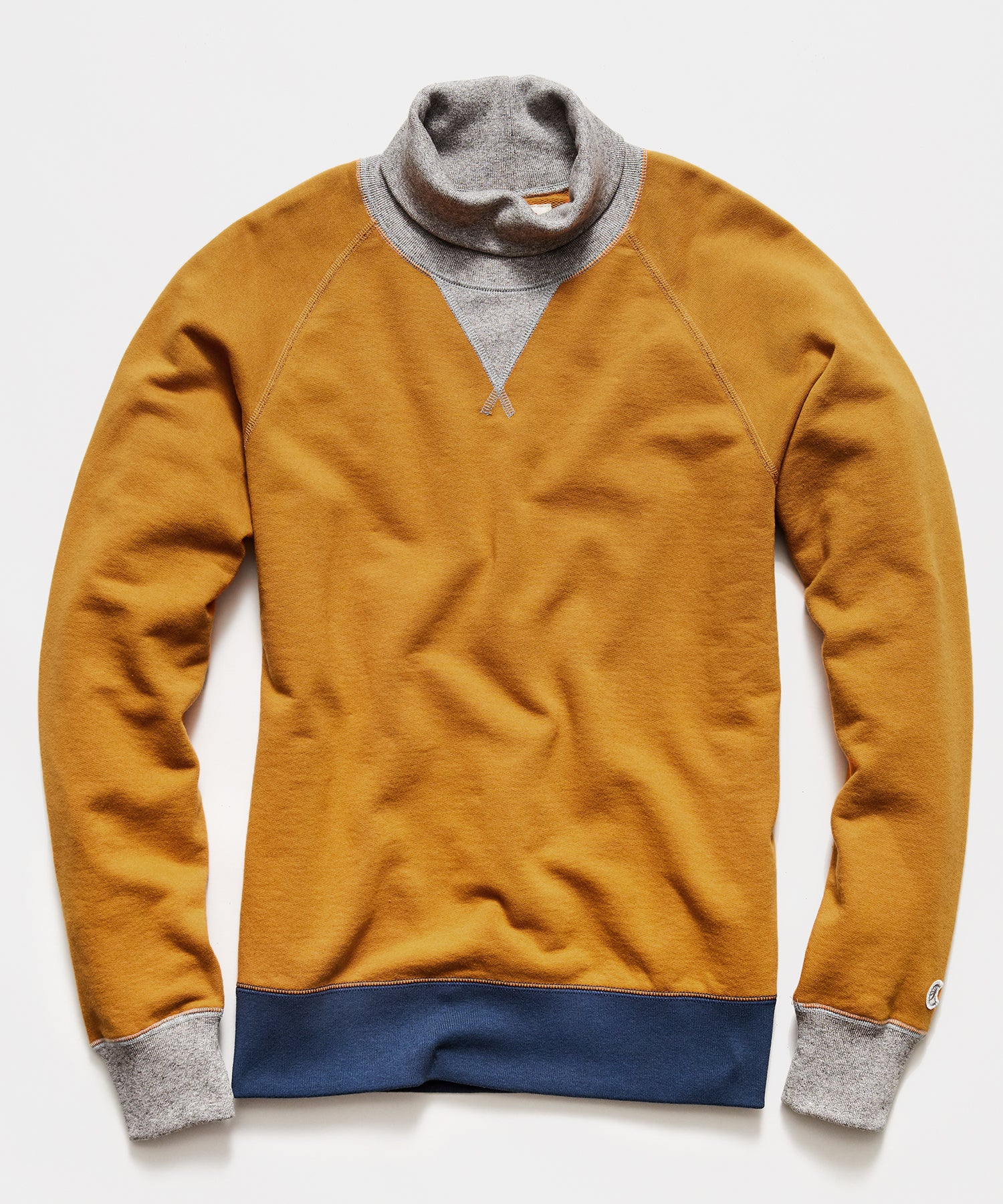 Colorblock Turtlenck Sweatshirt in Trophy Gold