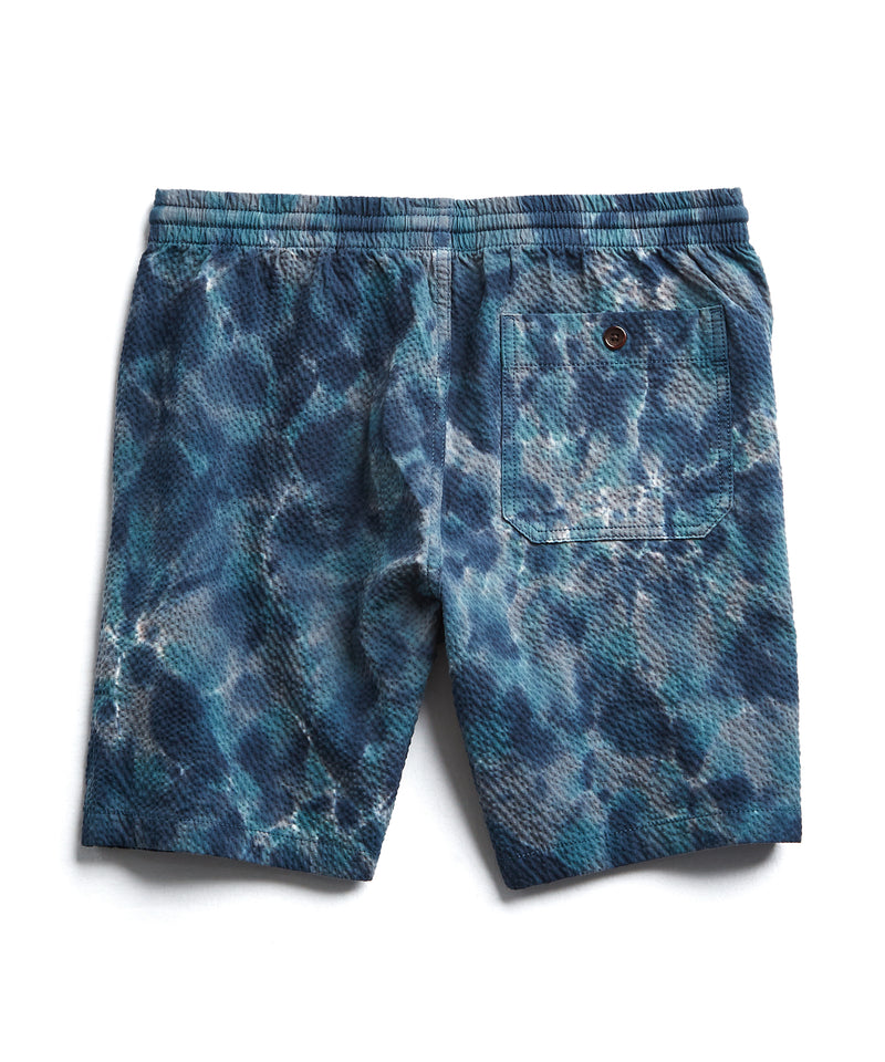 "7"" Tie Dye Seersucker Weekend Short in Blue"