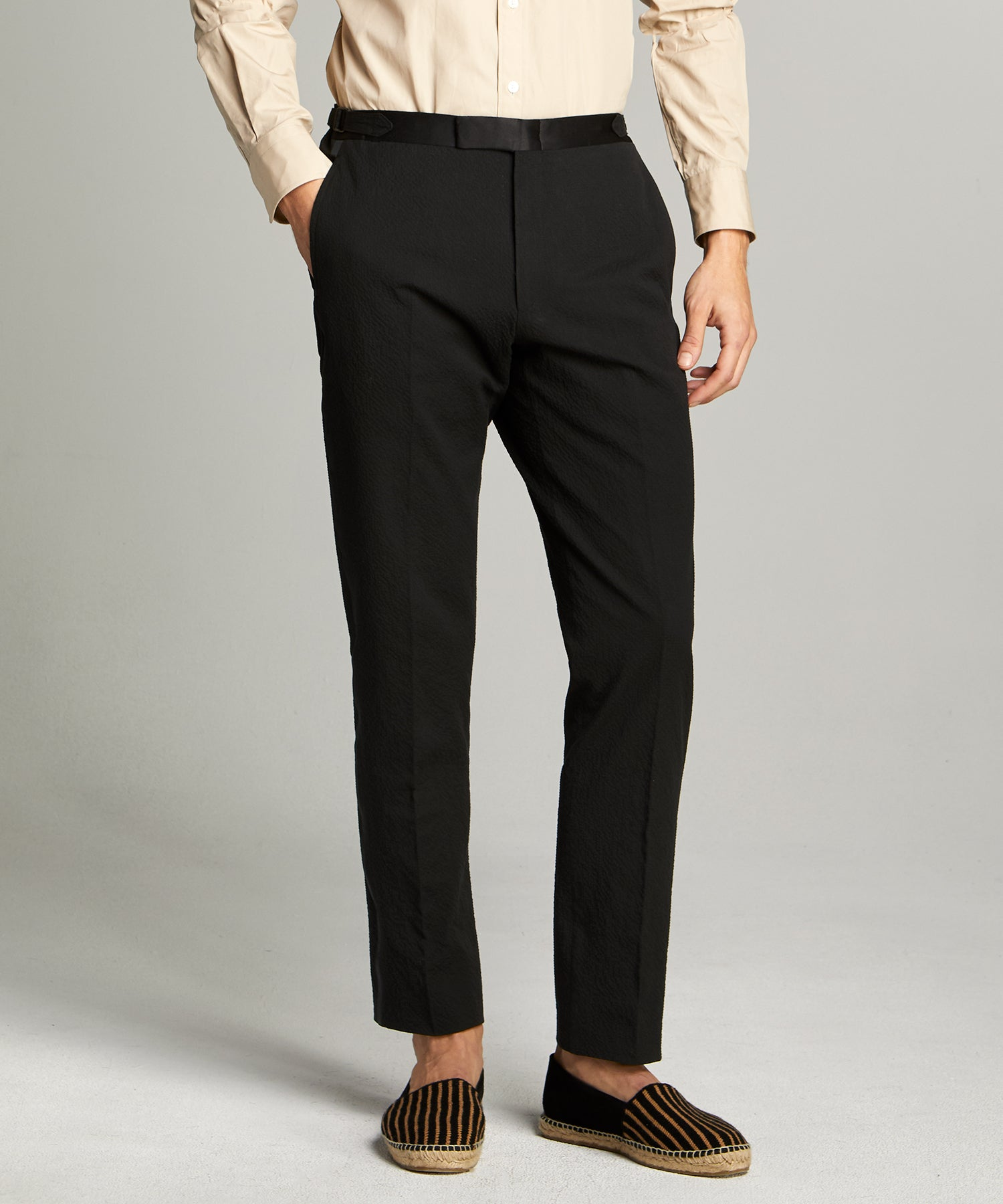 Sutton Tuxedo Pant in Italian Black Seersucker