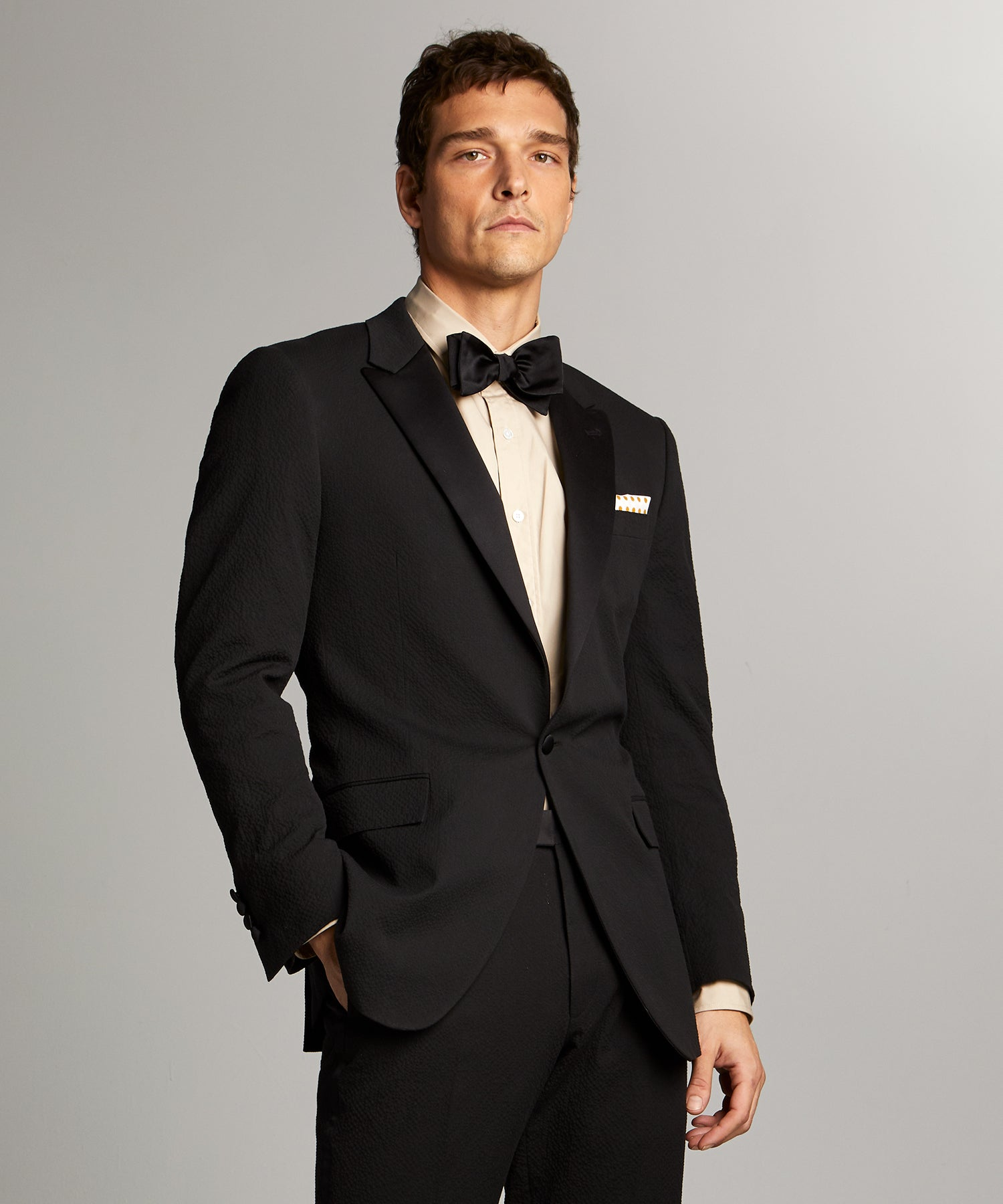 Sutton Peak Lapel Tuxedo Jacket in Italian Black Seersucker