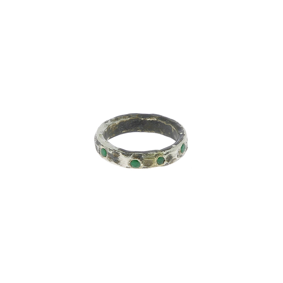 Fine ring 8 emeralds