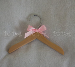 "6"" Wooden Hanger ~ Pink or Blue"