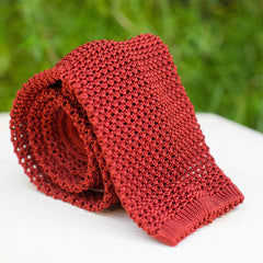 Cravate en tricot de soie rouille