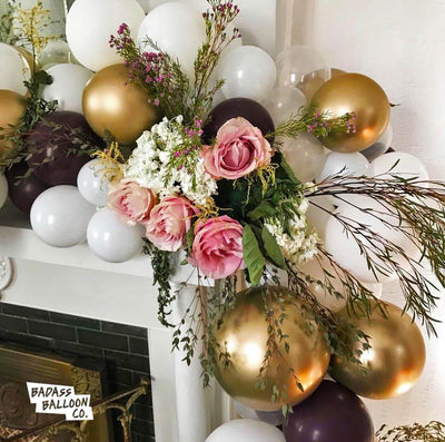Bachelorette decoration - balloon garland white and gold with pink roses