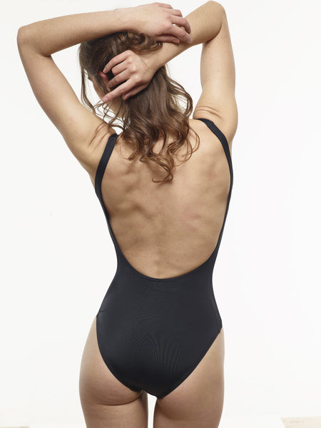 40% OFF: VAUTE Classic Scoop One Piece in Black - XS Only!