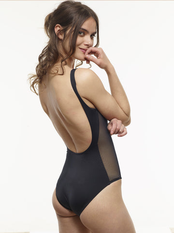 VAUTE Classic Scoop One Piece in Black
