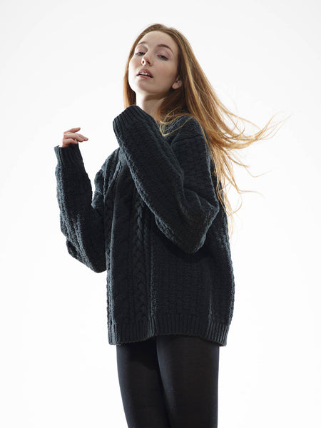 15% Off: The Vaute Aran Sweater on Her - Black