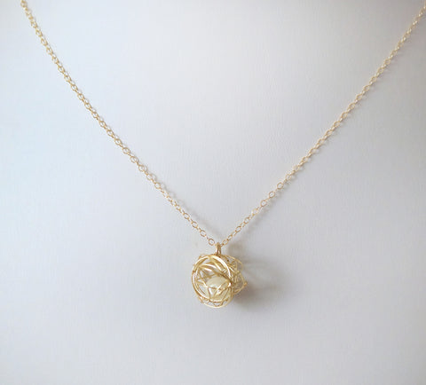 #N-MM18-Pearl in Nest Necklace- Gold