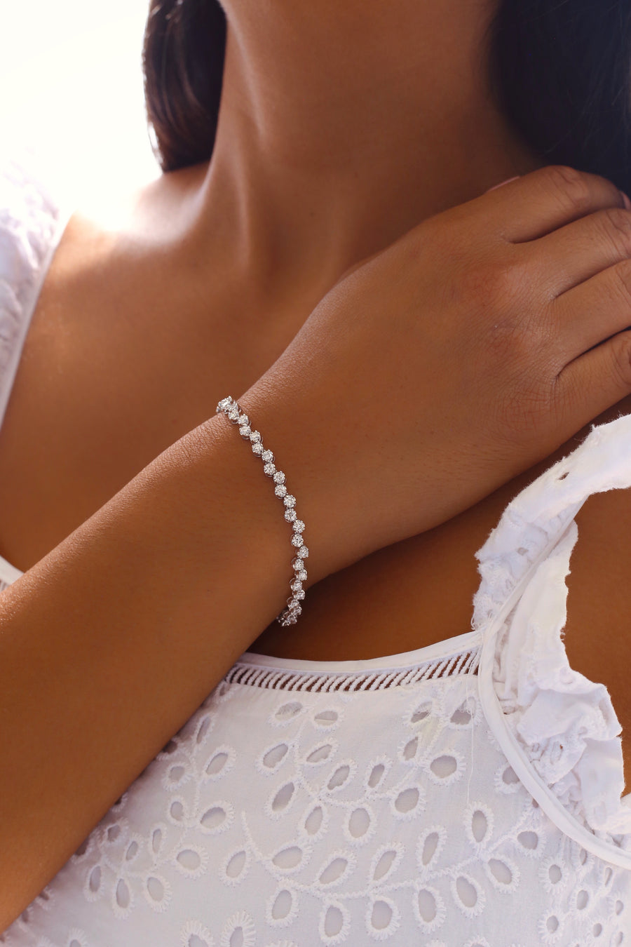 The5thC_Bracelets_Brianna_18k white gold diamond round brilliant diamonds