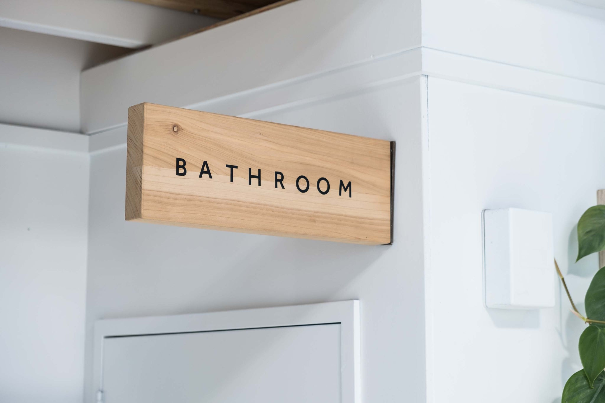 how to make a wooden wall mounted sign