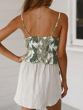 Laden Sie das Bild in den Galerie-Viewer, White V-neck Leaf Print Tie Front Ruffle Trim Cami Top