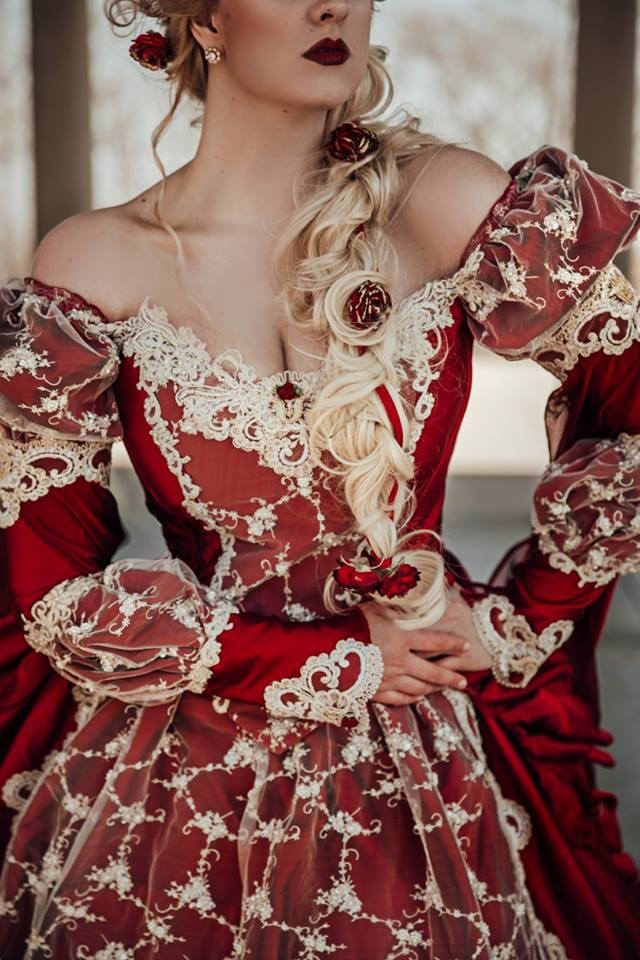 Queen Red/Champagne Sleeping Beauty Gown