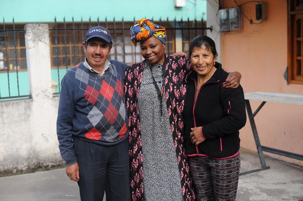picture of pam with ecuadorian family