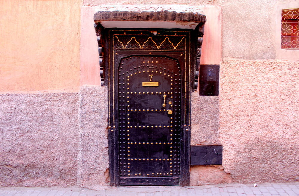 picture of a door in morocco