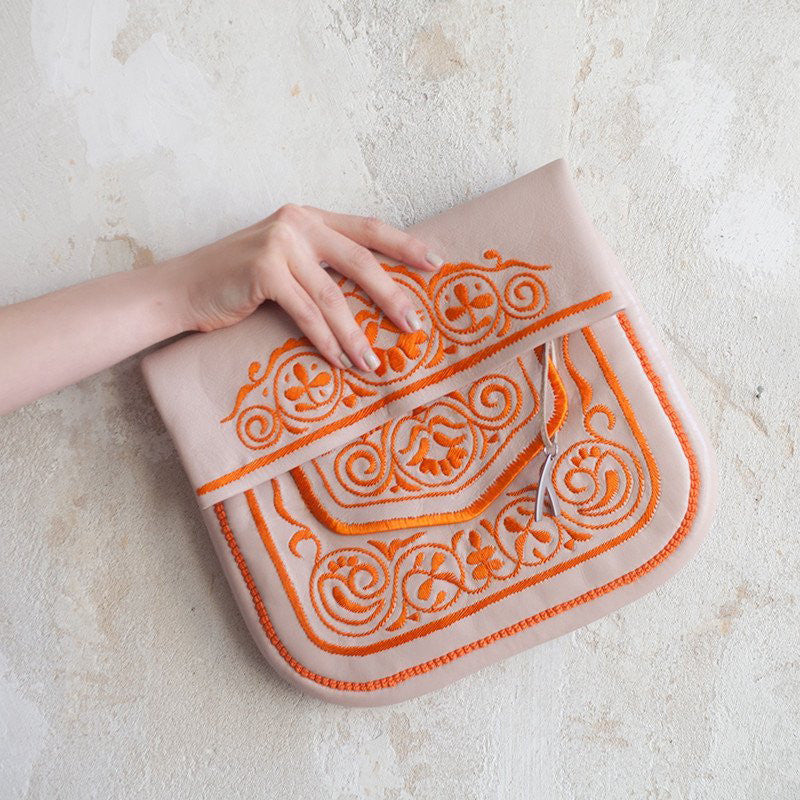 hand holding Beige and Peach abury Leather Berber Bag