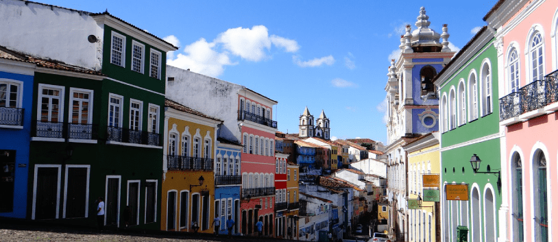 picture of a colourful street of salvador da bahia