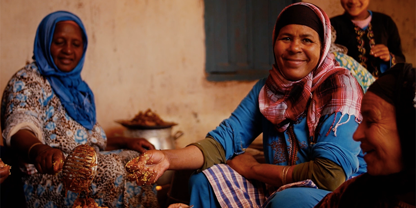 moroccan women cooking couscous