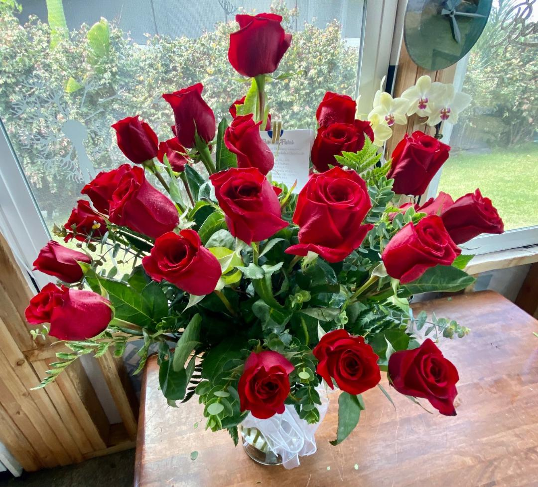 Ulaʻula ~ Long Stem Red Roses, one color or a blend of colors (click to view traditional options)