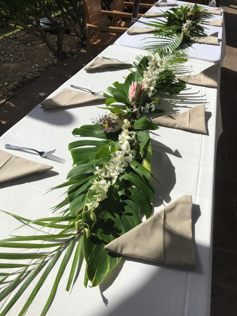 Centerpieces & Accent Table Runners  ~  Waterless Hidden Stem Custom Designs