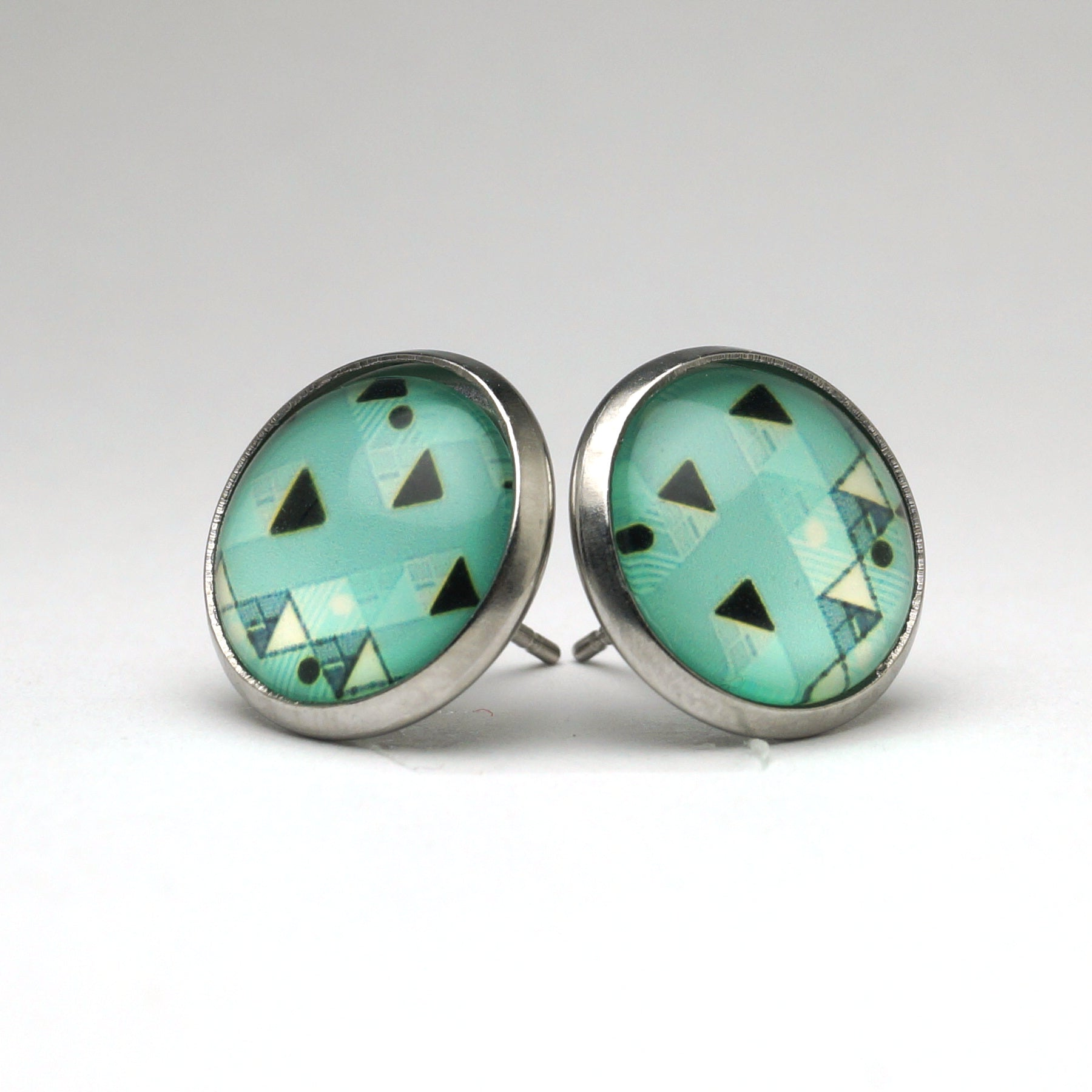 Pastel Green Geometric Stud Earrings (14mm)