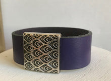 Load image into Gallery viewer, Peacock Clasp Cuff