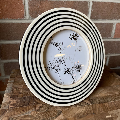 Round Swirls Photo Frame