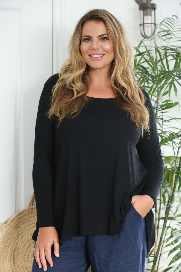 Long Sleeve Swing Tee in Black (Plus Size)