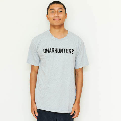 College tee gray