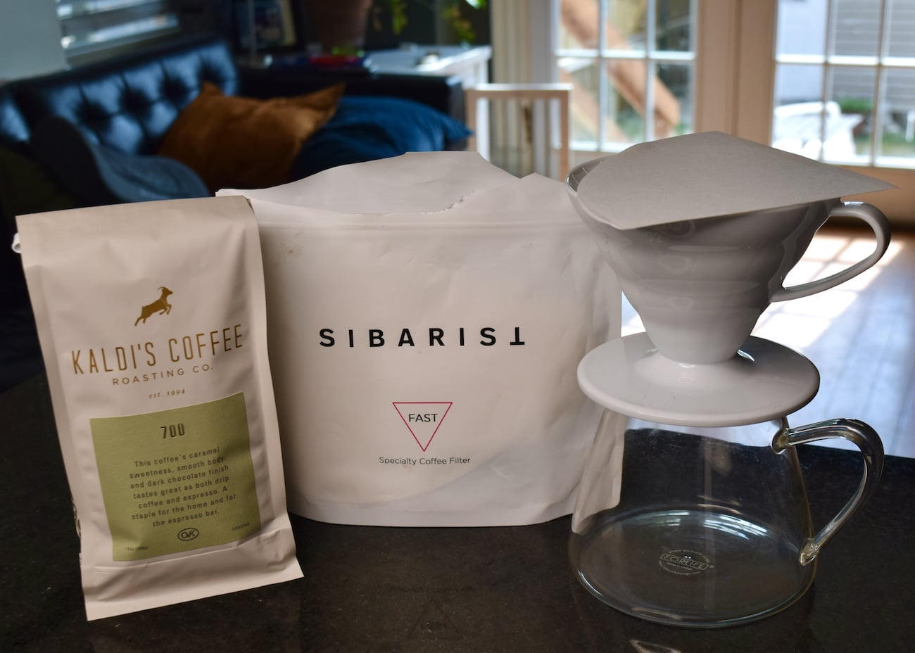Sibarist Fast filters with a bag of 700 coffee blend and a v60