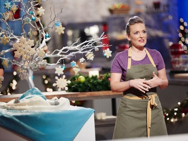 Food Network Baking Challenge Winner Wears H&B Aprons