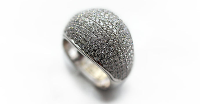Carpet of diamonds on sliver round shape ring