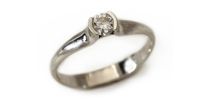 white gold solitaire center diamond stone
