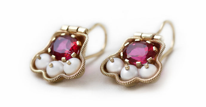Japanese earrings with Pearls and red Topaz in yellow-gold