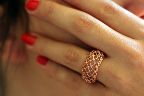 CLASSIC BEE HIVE RING- pink