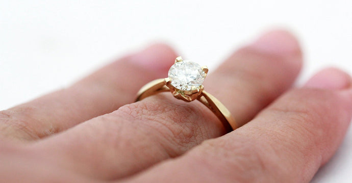 Traditional classic Diamond ring in yellow gold