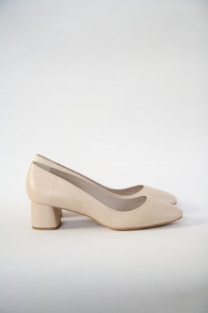 Jeanne Nude Round Toe Pumps