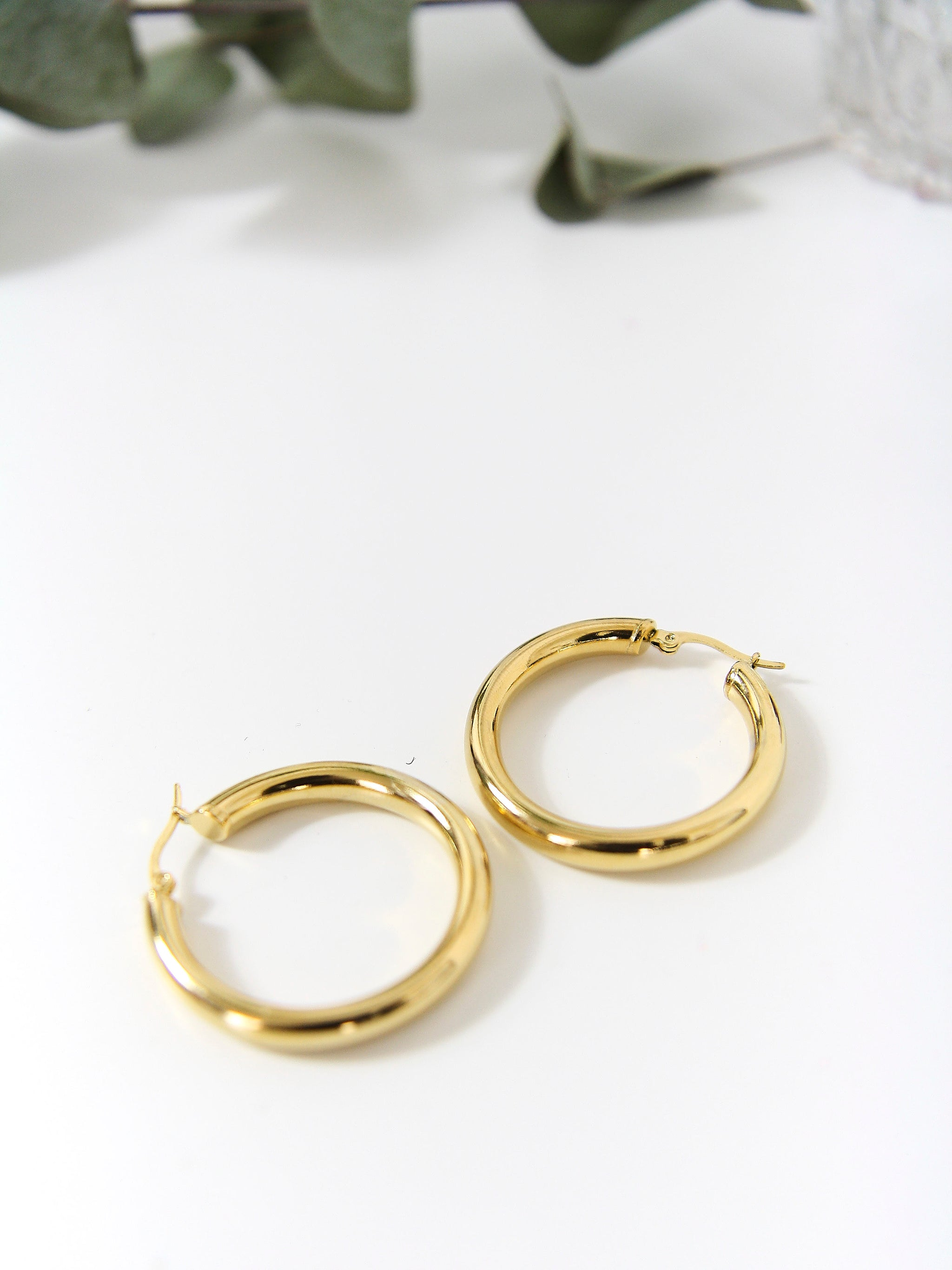 earrings gold simple earstuds demo type earings nithyakalyani of jewellery sat