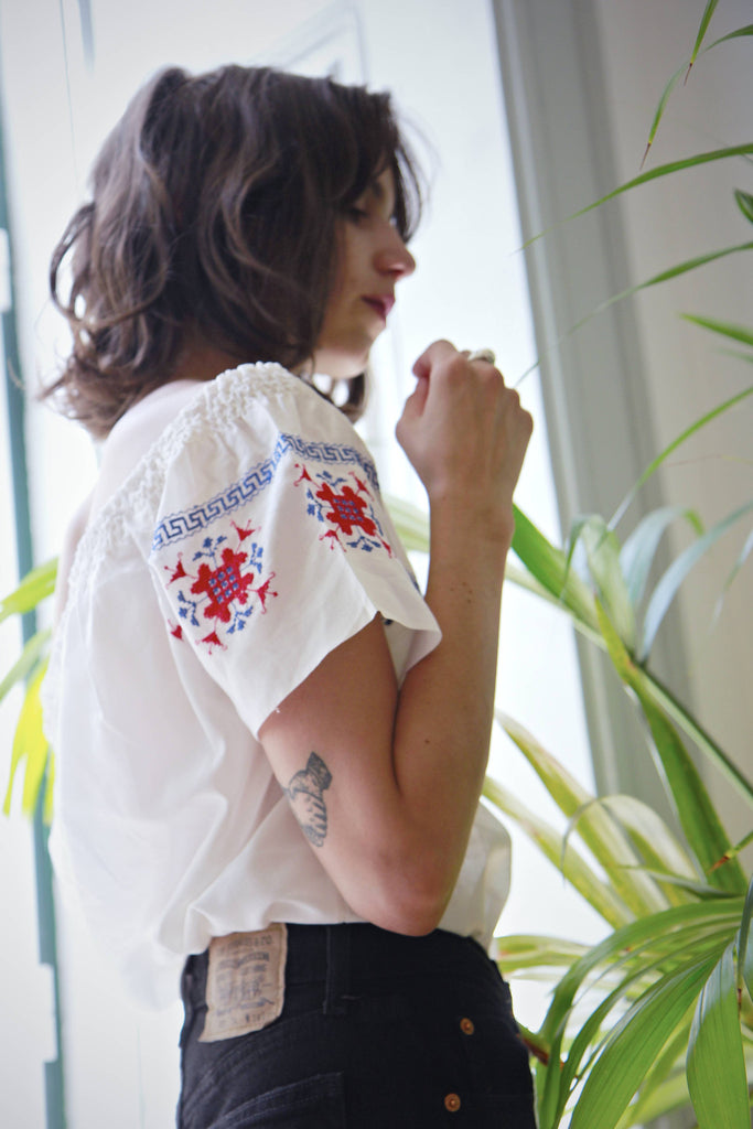 70s Vintage Embroidered Peasant Blouse