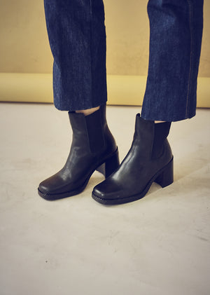 90s Style Black Leather Chunky Heel Chelsea Boots